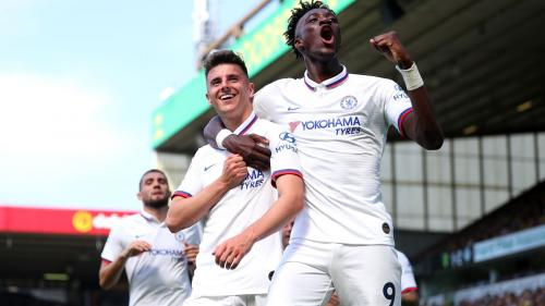 Mason Mount dan Tammy Abraham merayakan gol ke gawang Norwich (Foto: Premier League)