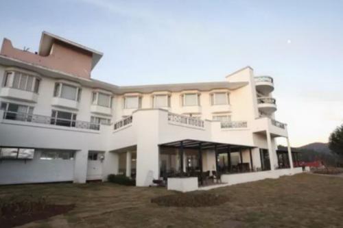 Hotel ini dibangun pada 1844 dengan arsitektur Inggris klasiknya yang indah