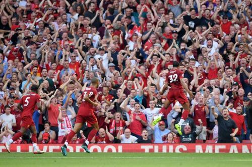 Joel Matip rayakan gol ke gawang Liverpool (Foto: Twitter/@LFC)