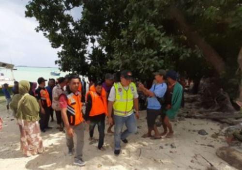 Evakuasi Korban KM Santika Nusantara