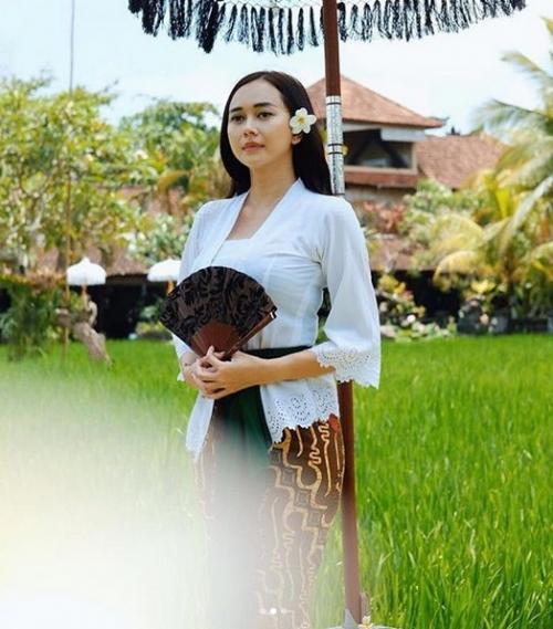 Aura Kasih urung mempolisikan Yan Widjaya. (Foto: Instagram/@aurakasih)