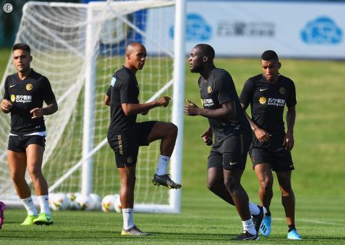 Pemain Inter Milan berlatih