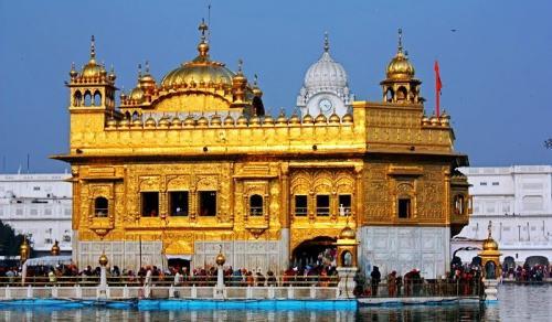 Bangunan berwarna emas