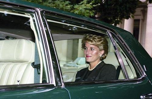 Putri Diana di Mobil