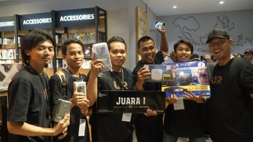 Urban Republic (UR) memberikan kesempatan bagi pecinta gadget untuk mencoba langsung perangkat gadget dan lifestyle.