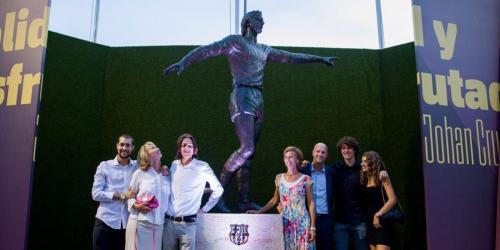 Patung Johan Cruyff di Camp Nou