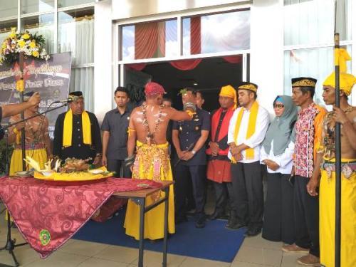 Masyarakat adat Penajam Paser Utara gelar syukuran atas pemindahan ibu kota di Kantor Bupati PPU, Kaltim, Rabu (28/8/2019). (Foto : Okezone.com/Amir Sarifuddin)