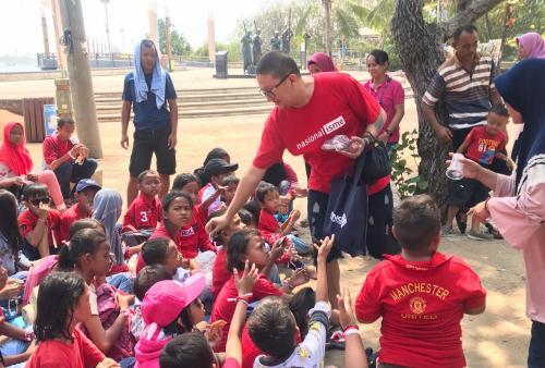 Acara yang berlangsung di Ancol ini, diikuti kurang lebih 100 anak-anak warga Kelurahan Sukapura Cilincing.