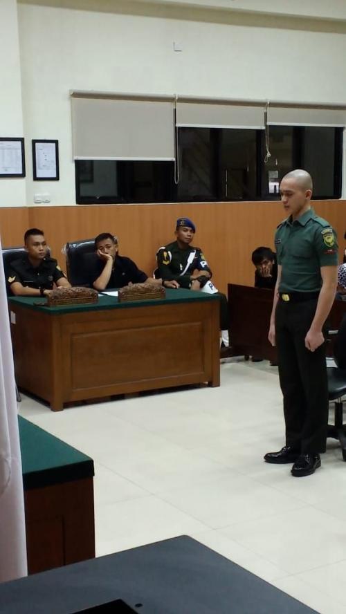 Prada Deri Pramana Dalam Sidang Pembacaan Pledoi Kasus Pembunuhan dan Mutilasi di Pengadilan Militer I-04 Palembang (foto: Okezone.com/Melly Puspita)