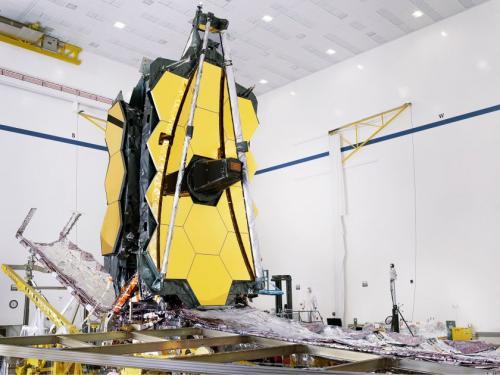 NASA menyelesaikan proyek James Webb Space Telescope.