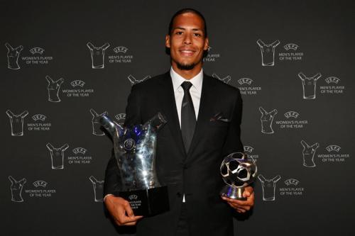 Virgil van Dijk berhasil meraih penghargaan pemain terbaik Eropa 2018-2019