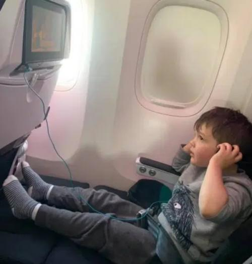 Anak-anak di pesawat