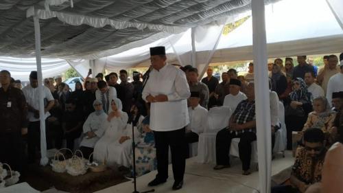Presiden Keenam Susilo Bambang Yudhoyono (SBY) saat Pemakaman Sang Ibunda Siti Habibah di Tanah Kusir, Jakarta (foto: Okezone.com/Fakhrizal Fakhri)