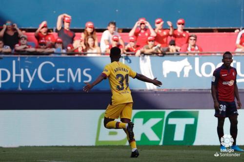Ansu Fati merayakan golnya bersama Barcelona