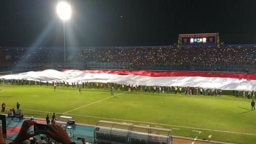 Pengibaran bendera merah putih raksasa (Foto: Okezone/Avirista Midaada)