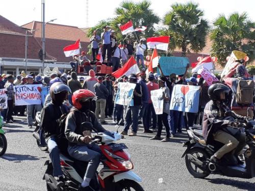 Gelar Aksi Damai untuk Papua di Surabaya (foto: Okezone.com/Syaiful Islam)