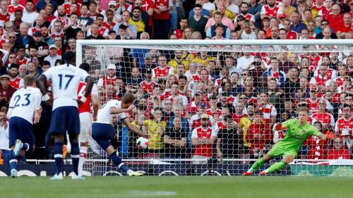 Harry Maguire bobol gawang Arsenal (Foto: Permier League)