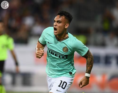 Aksi Lautaro Martinez saat membela Inter Milan