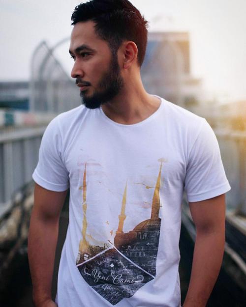 Uki Kautsar memilih menjadi pebisnis setelah hengkang dari NOAH. (Foto: Instagram/@emkaclothing)