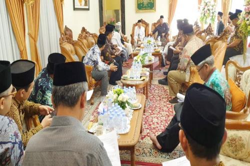 Para Kiai Sepuh berkumpul di rumah KH Ma'ruf Amin