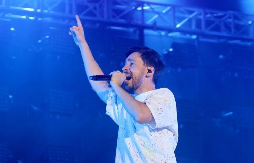 Mike Shinoda menggunakan waktunya untuk mengenang Chester Bennington. (Foto: Okezone/Arif Julianto)