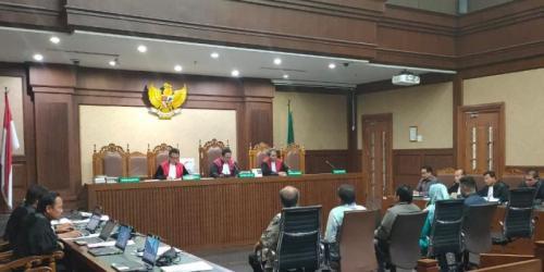 Sidang Lanjutan Perkara Dugaan Suap dan Gratifikasi yang menyeret Bowo Sidik Pangarso di Tipikor Jakarta (foto: Okezone/Arie DS)