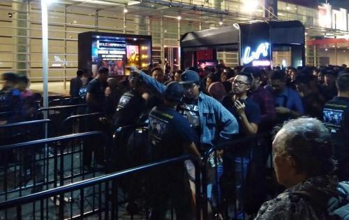 Terjadi aksi saling dorong di konser Mike Shinoda. (Foto: Okezone/Ady Prawira Riandi)