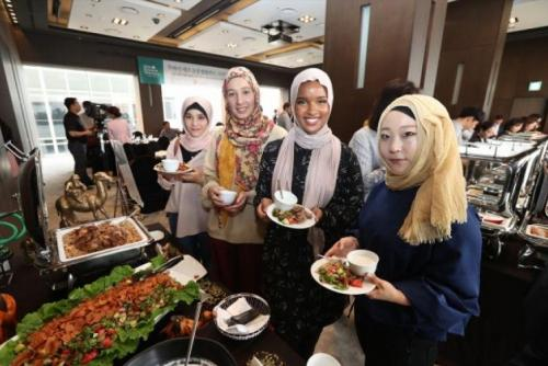 Makan makanan halal di Korea Selatan