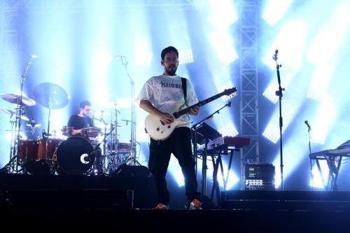 Mike Shinoda saat konser di Jakarta