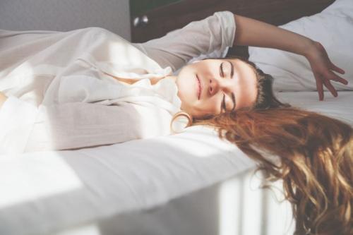 Perempuan di ranjang