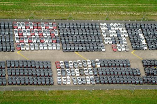 Ratusan mobil Mercedes Benz