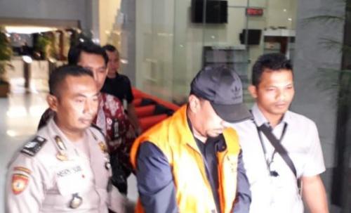 Bupati Muara Enim H Ahmad Yani ditahan KPK (Foto: Arie Dwi Satrio/Okezone)