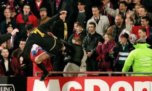 Aksi Cantona yang menendang suporter