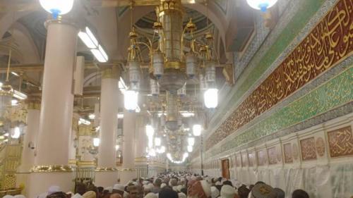 Jalan menuju Makam Rasulullah di dalam Masjid Nabawi Madinah. (Foto : Okezone.com/Widi Agustian)
