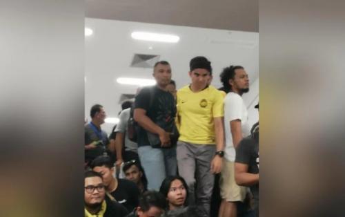 Syed Saddiq sempat jadi korban kericuhan di GBK (Foto: New Straits Times)