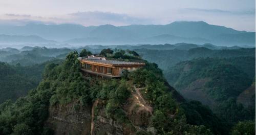 Hotel di atas gunung