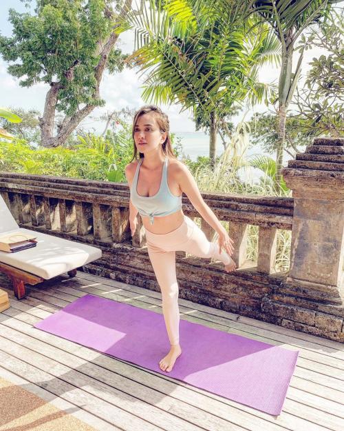 Shandy Aulia Yoga