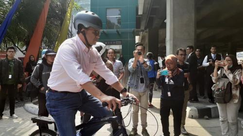 Gubernur Anies pakai sepeda