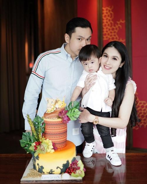 Sandra Dewi dan suami