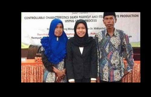 Lailatul Qomariyah lulus S3 di usia ke-27 tahun (Foto: Dok. Instagram)