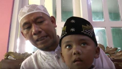 Anak bungsu dari tiga bersaudara pasangan Muhaimin dan Dzuriyati ini lahir dengan cara operasi caesar.
