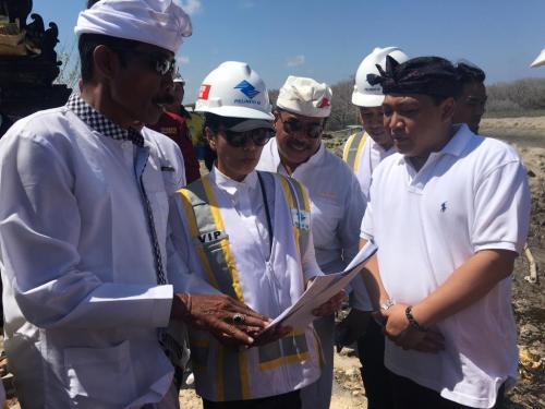 Menteri BUMN Rini Soemarno meninjau pembangunan Pelabuhan Benoa di Bali (Foto: Okezone.com/Humas Pelindo III)
