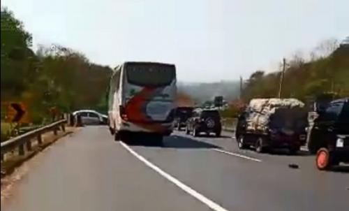 Kecelakaan di jalan raya