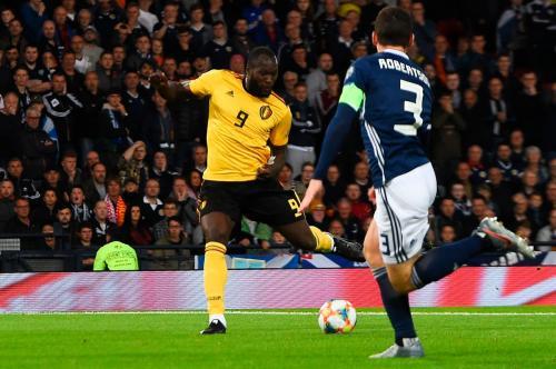 Romelu Lukaku saat mencetak gol ke gawang Skotlandia