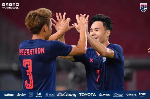 Timnas Thailand melakukan selebrasi