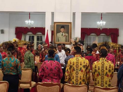 Presiden Jokowi bertemu tokoh-tokoh Papua. (Foto: Fakhrizal Fakhri/Okezone)
