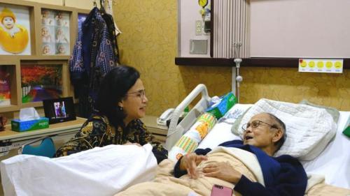 BJ Habibie semasa menjalani perawatan di rumah sakit