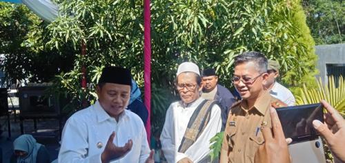Wakil Gubernur Jawa Barat Uu Ruzhanul Ulum (peci hitam). (Foto: Fathnur Rohman/Okezone)