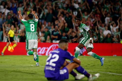 Nabil Fekir cetak gol untuk Real Betis (Foto: Twitter/@RealBetis_en)