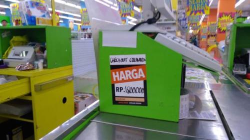 Mesin kasir Giant Dijual (Foto: Okezone)